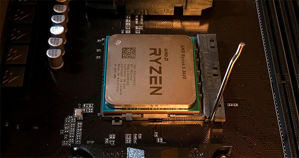 CPUを載せる