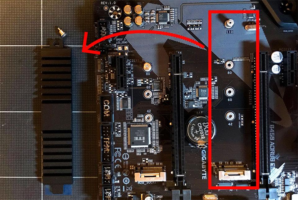 M.2 SSD用ヒートシンクを外す