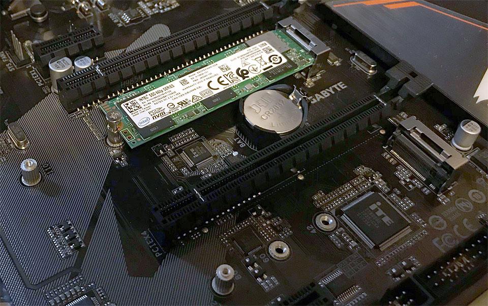 M.2 SSDをネジで止める